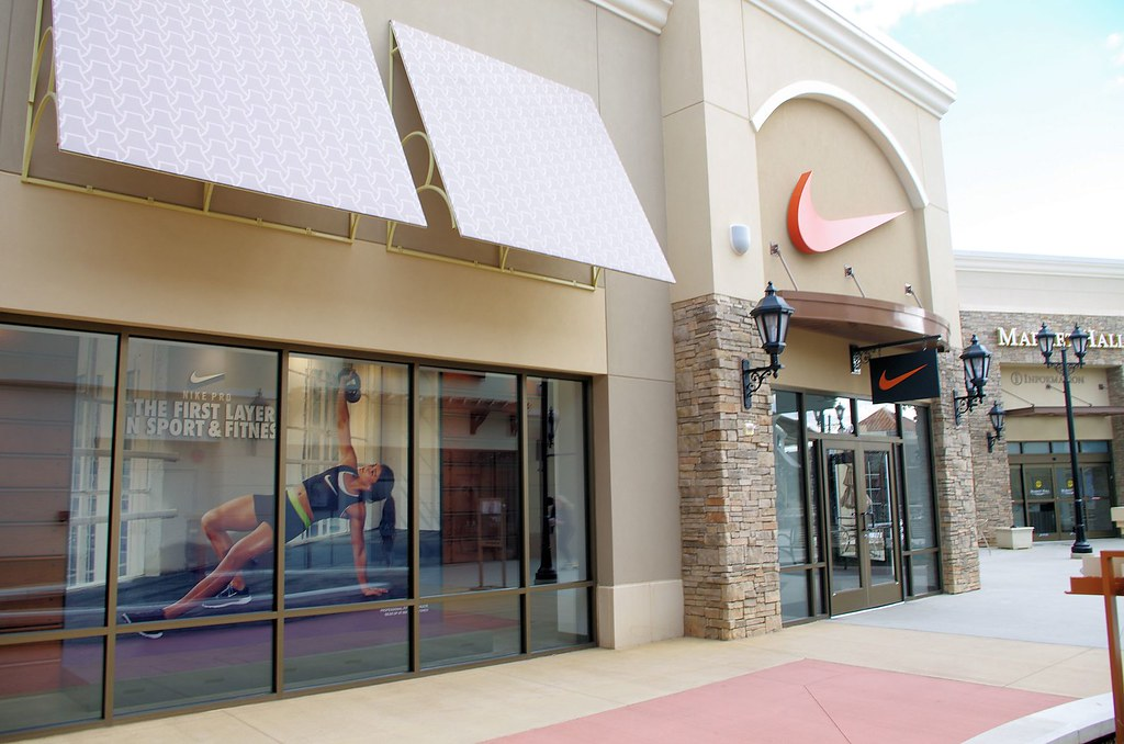 Tanger Outlet Nike Shoes