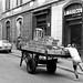 Via Confalonieri, in primo piano un Lavasecco a Gettoni, foto del 1966 di Valentino Bassanini