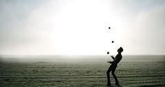 """Das Jonglieren. Der Mann jongliert. Die Männer jonglieren. • <a style=""""font-size:0.8em;"""" href=""""http://www.flickr.com/photos/42554185@N00/25691495854/"""" target=""""_blank"""">View on Flickr</a>"""