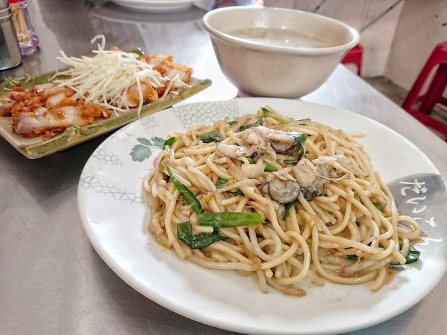 鱟殼炒蚵仔麵