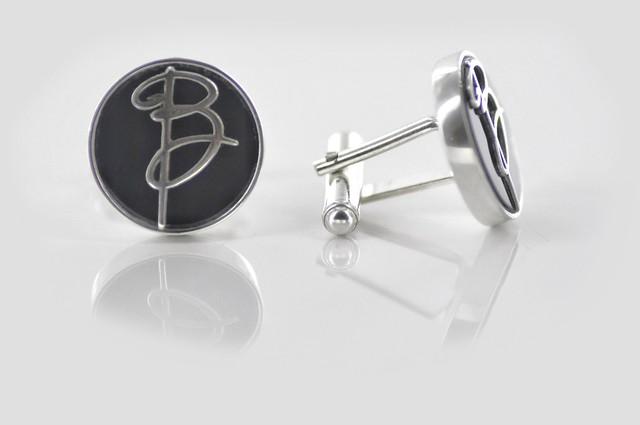 personalizowane spinki z onyxem i srebrnym monogramem