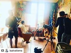 Entrevista a @isalvatierra a la Sala de plens. Reviure l'emoció de l'#1O per al documental testimoni d'un moment històric per a la memòria col·lectiva.