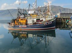 Spiegeling en reflecties  Ullapool Schotland