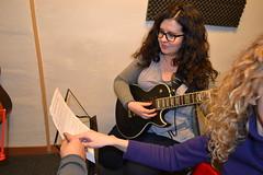 "09 alumnas de guitarra • <a style=""font-size:0.8em;"" href=""http://www.flickr.com/photos/158134010@N02/29552869218/"" target=""_blank"">View on Flickr</a>"