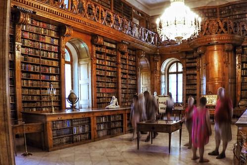Hello Hungary /Múzeum Könyvtár Nyár