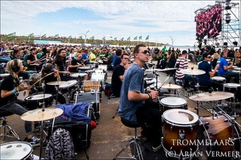 "Four Horizons - 2000 drummers at sea • <a style=""font-size:0.8em;"" href=""http://www.flickr.com/photos/49926820@N08/44552222492/"" target=""_blank"">View on Flickr</a>"