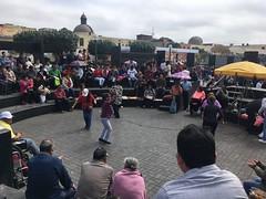 Lima: Belebte Stadt, es wird getanzt