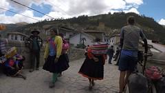 Traditionelle Bekleidung der Frauen in Paucartambo