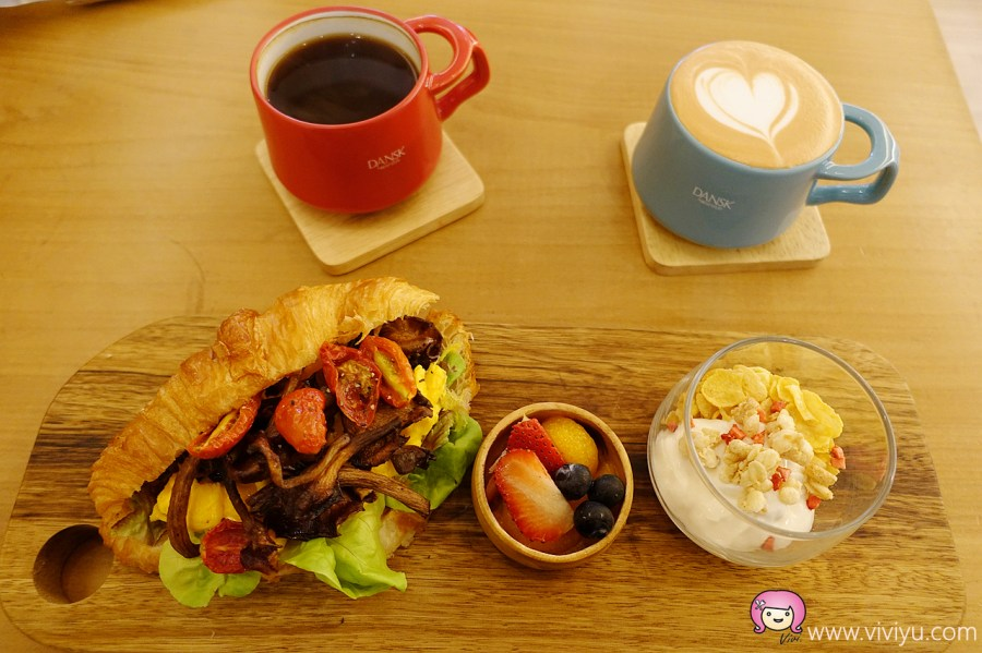 Söt Café 路角。日常,可頌堡,林口早午餐,林口美食,桃園美食,米鬆餅,舒芙蕾厚鬆餅 @VIVIYU小世界