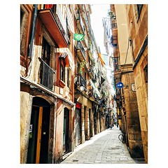 Day 928 - While walking I do my best to avoid cities. Navigating their chaos with Savannah and my cart can be overwhelming. So even though I walked from Copenhagen to Gibraltar, Barcelona is one of the few European cities I've really been able to soak in.