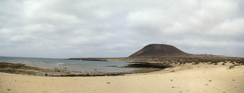 Playa de los Franceses Montaña Amarilla isla de La Graciosa 03