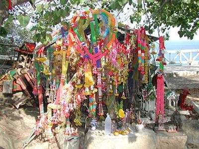 03-61 roadside shrine