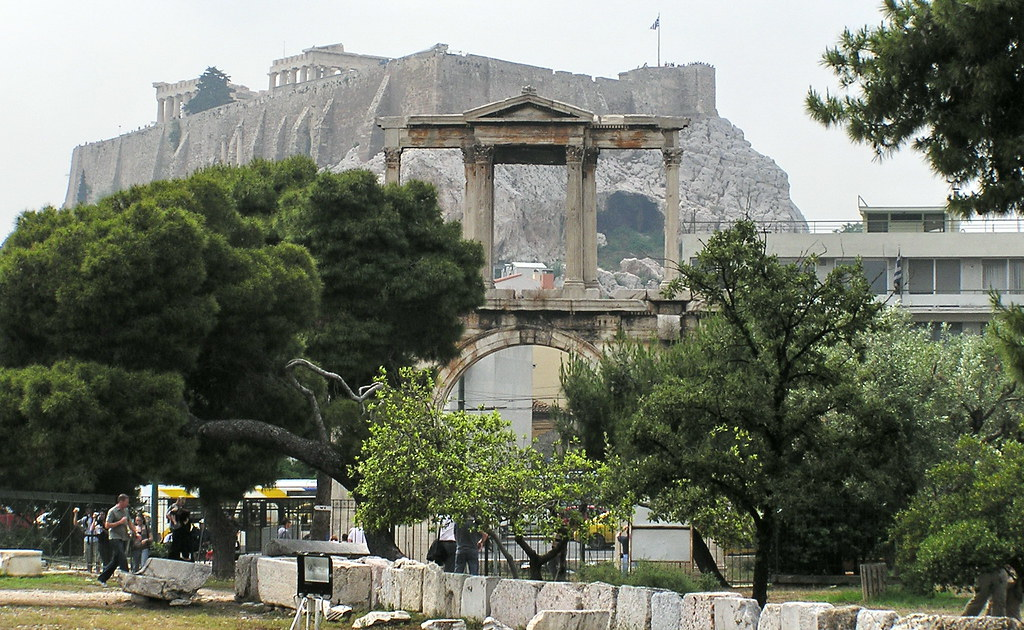 Grecia Atenas Arco de Adriano y Acropolis 06