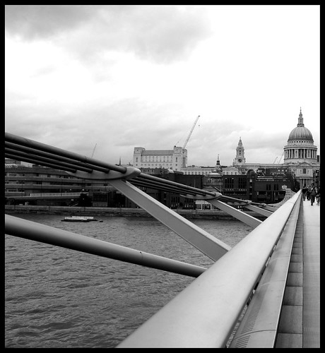 St. Paul from the Millenium Bridge by little_frank