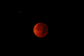 Red moon at night, photographers delight