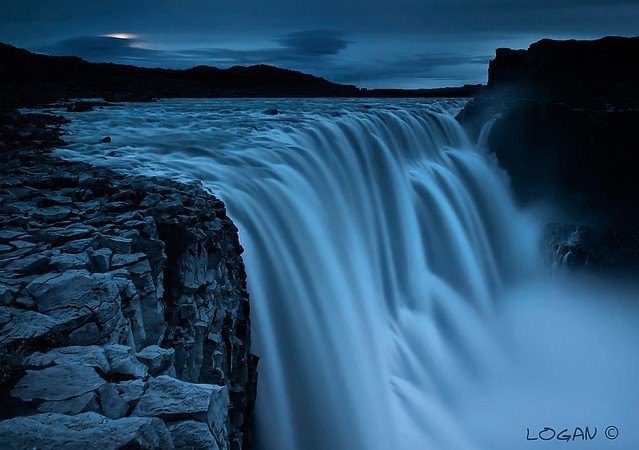 Moonset at Dettifoss