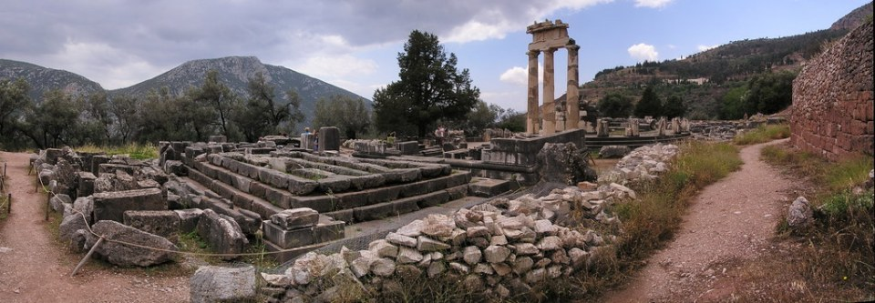 Grecia Delfos Santuario de Atenea Pronaia 43