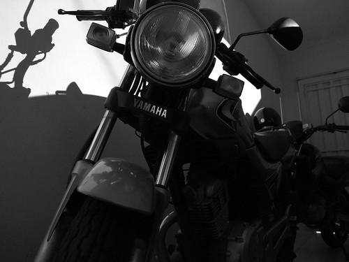 Yamaha YBR-125 ED at Night