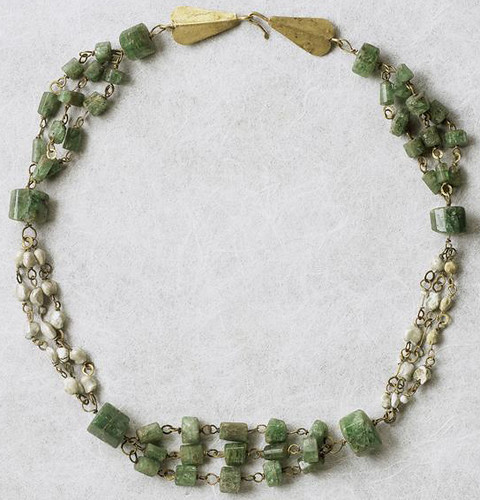 necklace, gold with emeralds and pearls, Gallo-Roman, mid-3rd c. (Louvre BJ586) by Atelier Sol