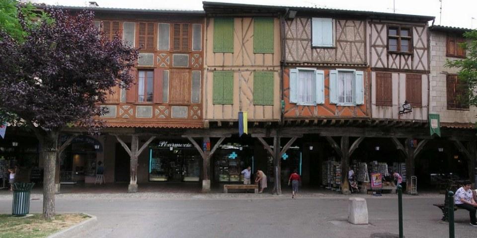 panoramica Place des Couverts Mirepoix Francia 26