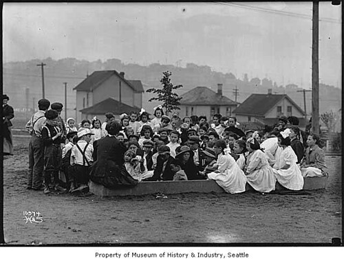Story hour at Collins Playground, Seattle, ca. 1912