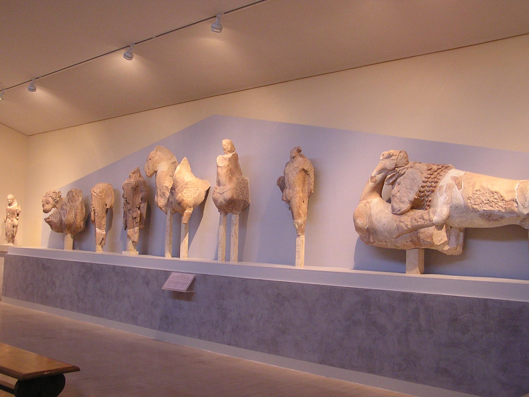 Grecia Museo Delfos Fronton del templo arcaico de Apolo o de los Alcmeónidas  16