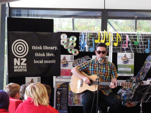 Lindon Puffin performs in the Central Library