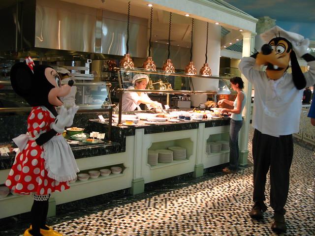 Chef Goofy meet Kitchen style Minnie