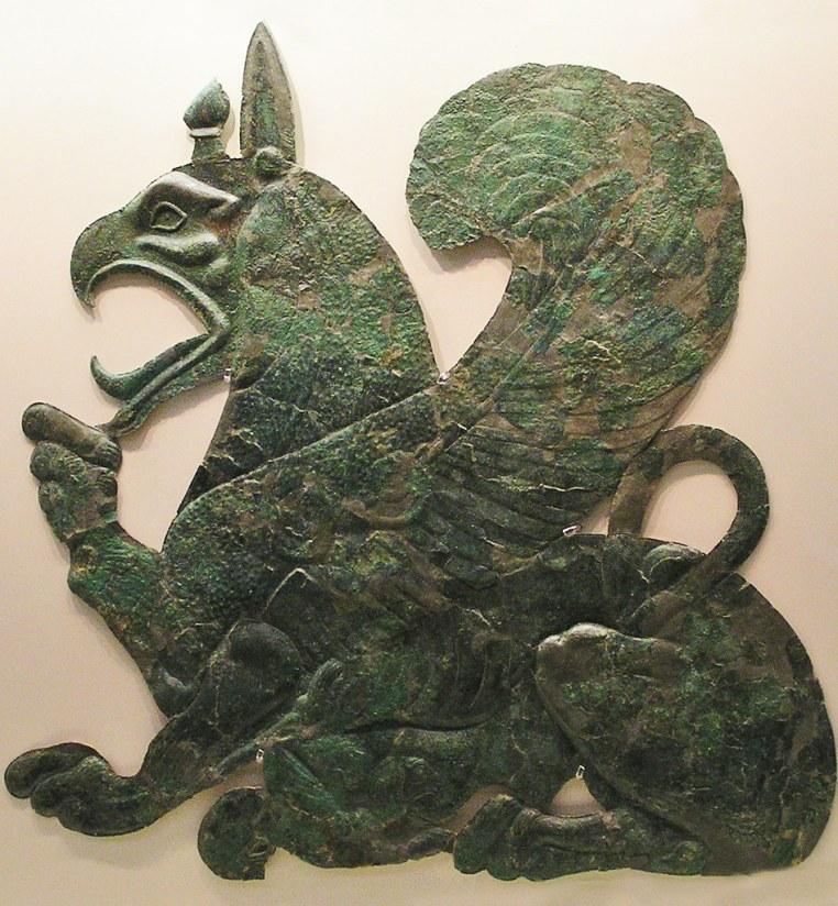 Grecia Grifo amantando a su cría Museo arqueologico de Olimpia 21
