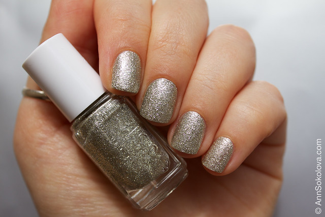 04 Essie Beyond Cozy swatches