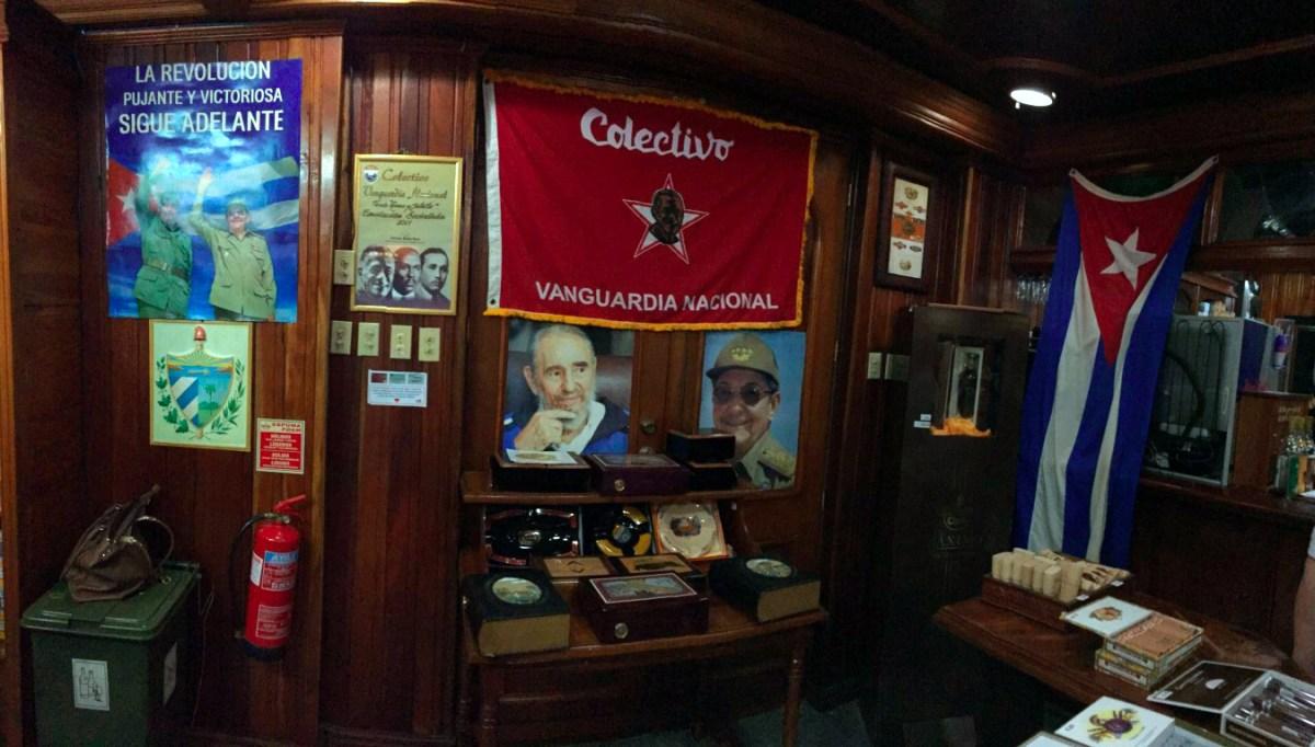 visita a la fábrica de puros de La Habana: Fabrica de Puros de La Habana en Cuba fábrica de puros de La Habana Visita a la fábrica de puros de La Habana en Cuba 26303668676 8ac2df6d8f o