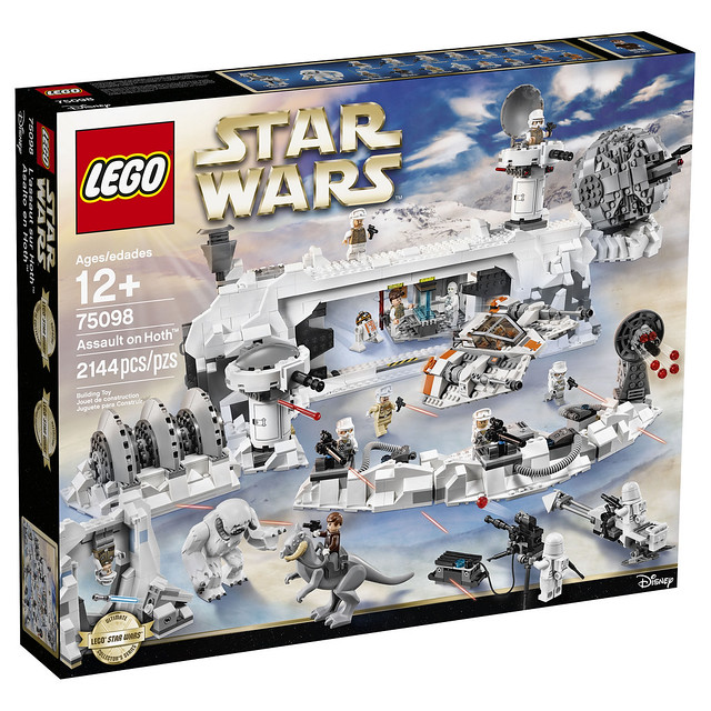 LEGO Star Wars 75098 Ultimate Collector's Series Assault on Hoth 01