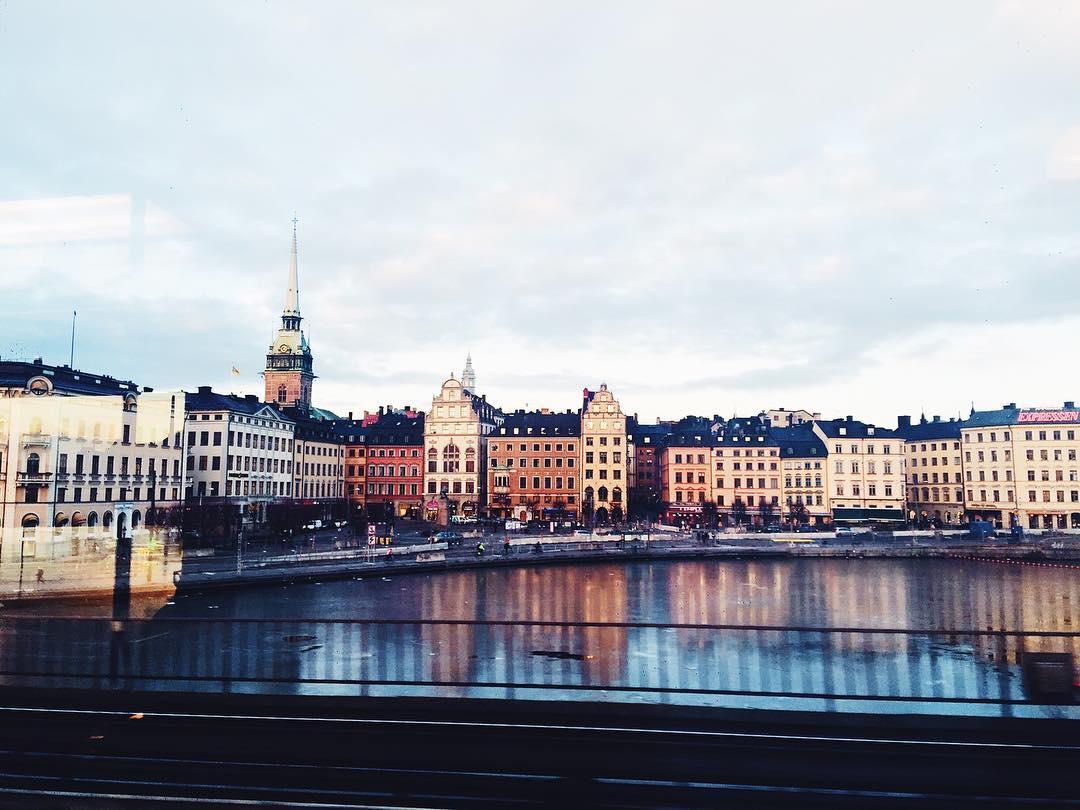 Who loves spending a day in Stockholm?! I do!! ⚡️ #stockholm #visitsweden #vsco_sweden #travel #daytrip