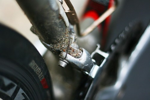 Front derailleur without full coverage funders
