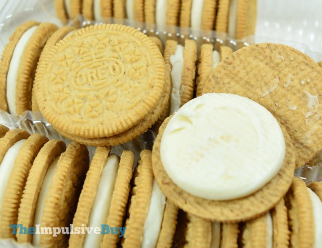 Nabisco Cinnamon Bun Oreo Cookies 3