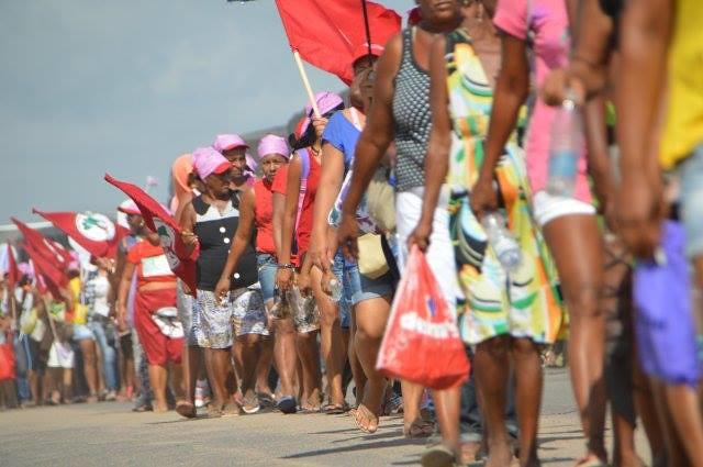 Mulheres-do-MST_saindo_de_Feira-de-Santana_marchando_para_Salvador.jpg