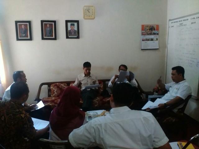 Rapat Terbatas Tim Penilai Arsip KPU Kab.Tulungagung (21/4).