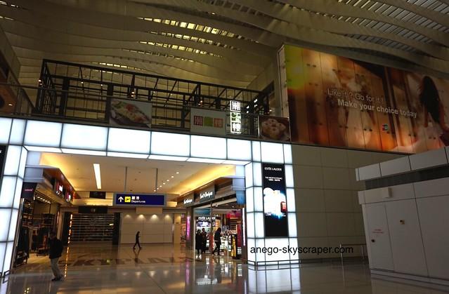 香港空港 2タミ 人がいない