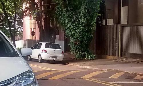 Estacionamento irregular