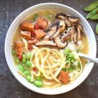 Recept: vegansk misosoppa med pasta, svamp och tofu