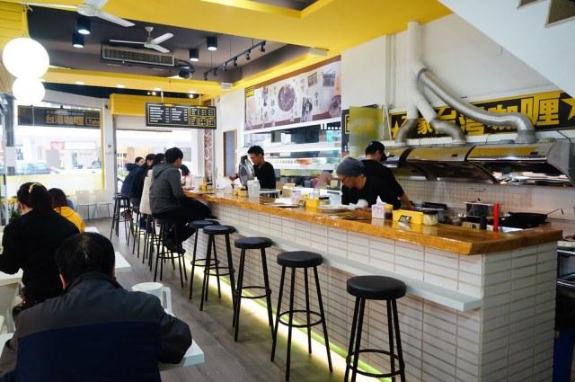 開放式廚房好處是可以看店家的做法,另外店員好像日本人居多....