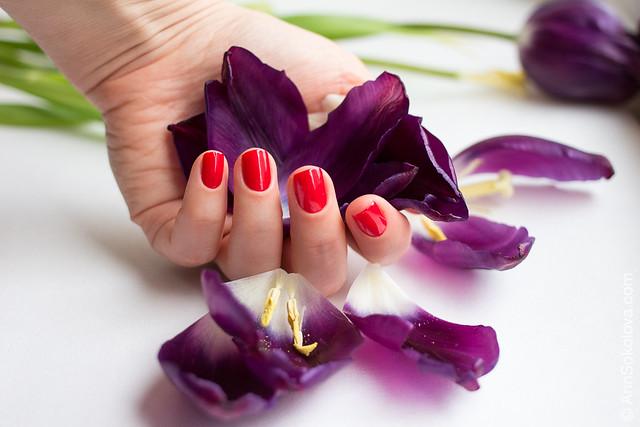 07 Guerlain La Petite Robe Noire Nail Colour #003 Red Heels swatches Ann Sokolova