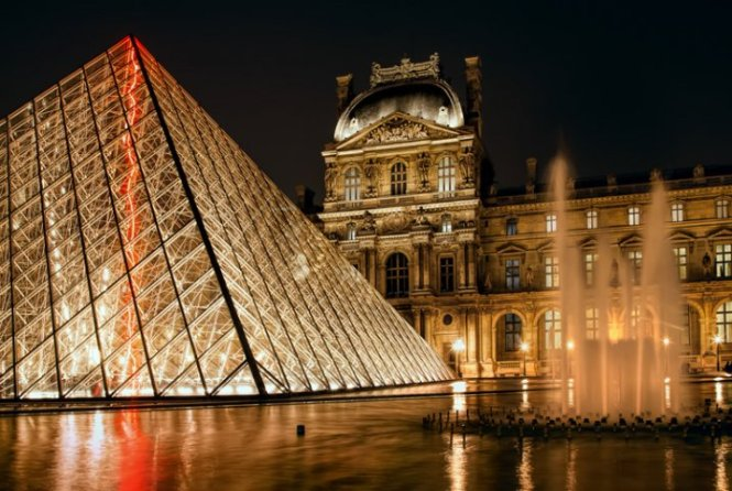 Louvre1-717x481