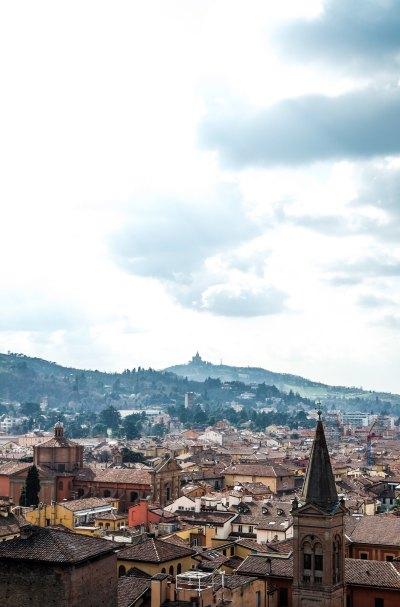 Santuario di San Luca a Bologna visto dalla Terrazza di San Petronio