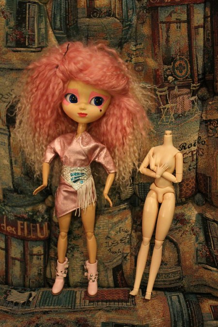 Made to Move Barbie on Pullip
