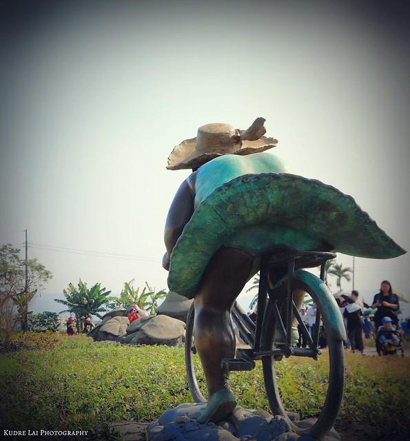 遊風灑灑,群襬飄飄(ride a bike)