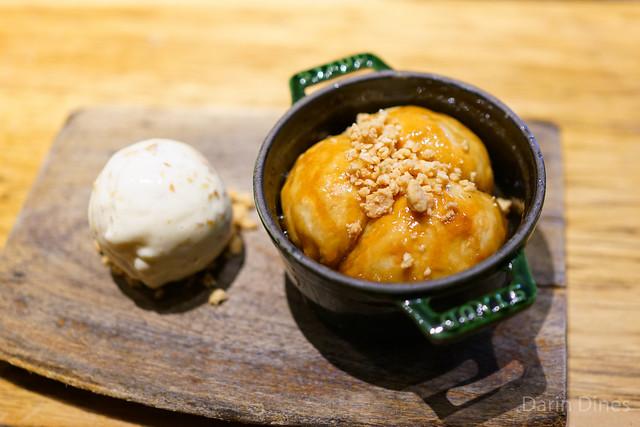 CARAMELIZED BRIOCHE TOFFEE SAUCE / MARCONA ALMOND ICE CREAM