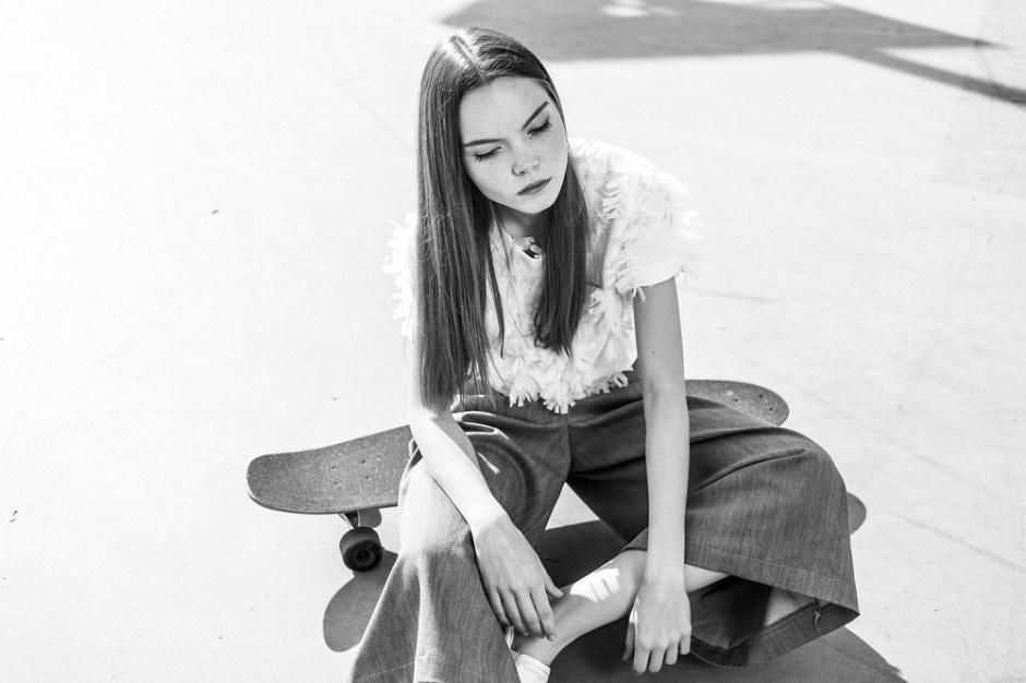 Mondrianista_MALGRAU_sesja_kreacyjna_wiosna_lato_2016_2_spodnie_bluzka_strukturalna_LR