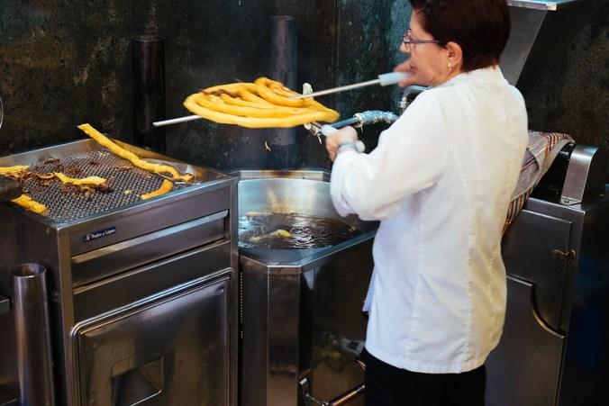 Andalusia: ontbijt met verse churros in Gran Café Bib Rambla in Granada