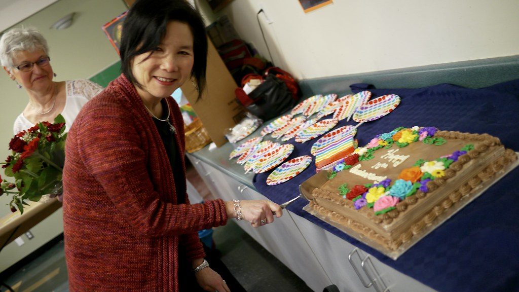 Marilyn Sing, founder of the Octa Collective Society and the artsREACH program, cuts the anniversary cake.